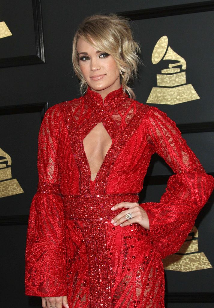carrie-underwood-on-red-carpet-grammy-awards-in-los-angeles-2-12-2017-23