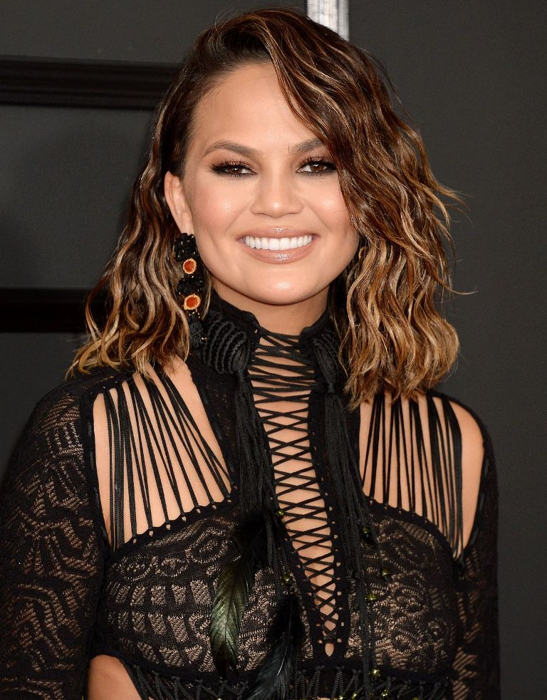 chrissy-teigen-at-grammy-awards-in-los-angeles-2-12-2017-1