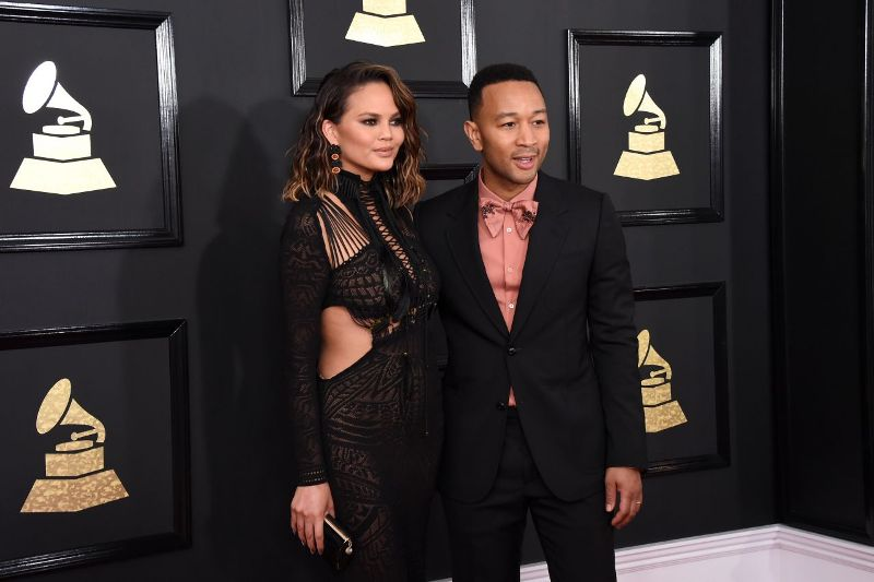 chrissy-teigen-at-grammy-awards-in-los-angeles-2-12-2017-15