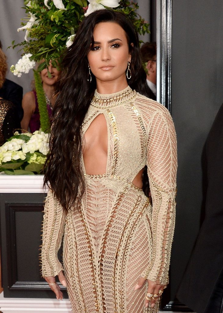 demi-lovato-on-red-carpet-grammy-awards-in-los-angeles-2-12-2017-1