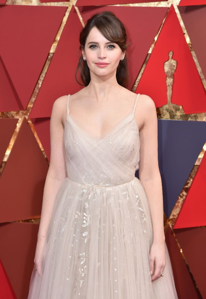 felicity-jones-oscars-2017-red-carpet-in-hollywood-part-ii-13