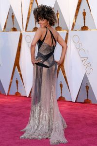 halle-berry-oscars-2017-red-carpet-in-hollywood-4