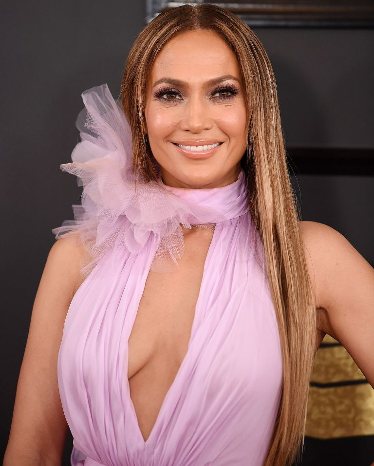 jennifer-lopez-on-red-carpet-grammy-awards-in-los-angeles-2-12-2017-1
