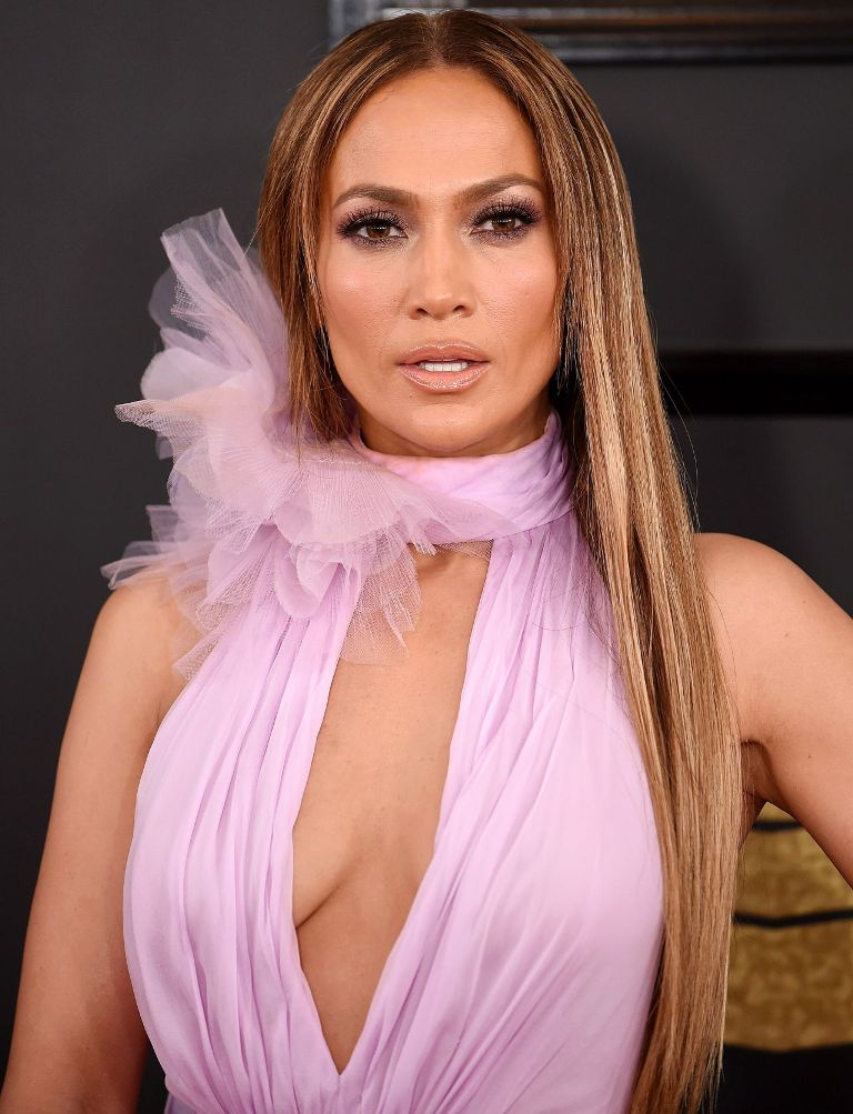 jennifer-lopez-on-red-carpet-grammy-awards-in-los-angeles-2-12-2017-13
