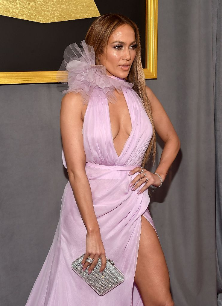 jennifer-lopez-on-red-carpet-grammy-awards-in-los-angeles-2-12-2017-2
