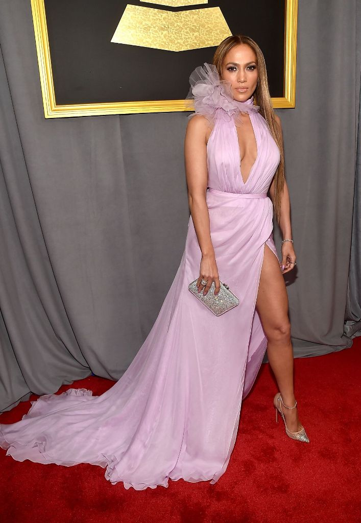 jennifer-lopez-on-red-carpet-grammy-awards-in-los-angeles-2-12-2017-3
