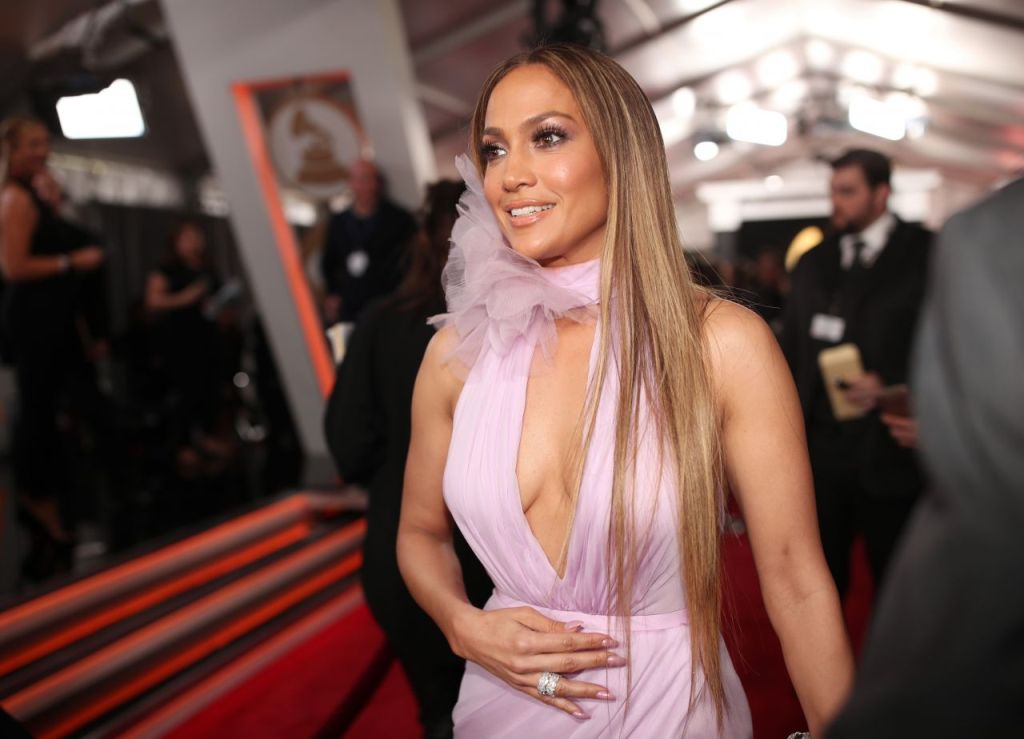 jennifer-lopez-on-red-carpet-grammy-awards-in-los-angeles-2-12-2017-4