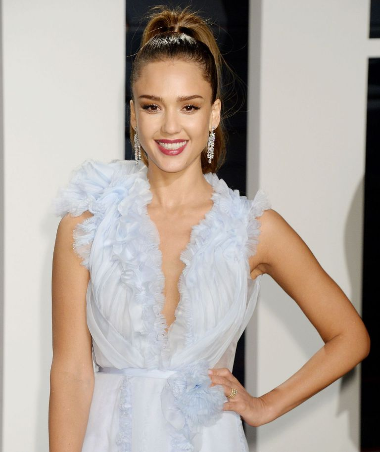 jessica-alba-at-vanity-fair-oscar-2017-party-in-los-angeles-3