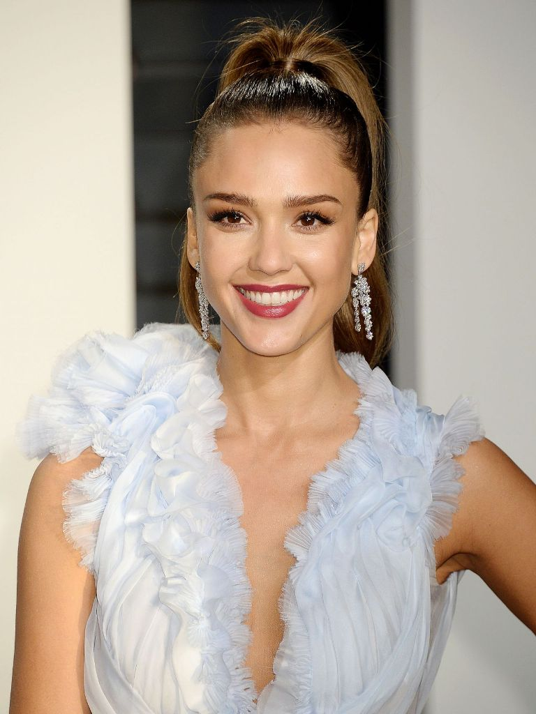 jessica-alba-at-vanity-fair-oscar-2017-party-in-los-angeles-5