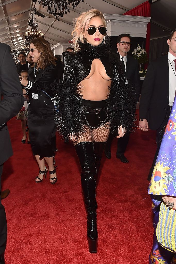 lady-gaga-on-red-carpet-grammy-awards-in-los-angeles-2-12-2017-1