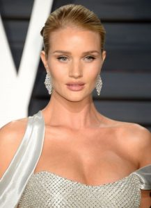 rosie-huntington-whiteley-vanity-fair-oscar-2017-party-in-los-angeles-11