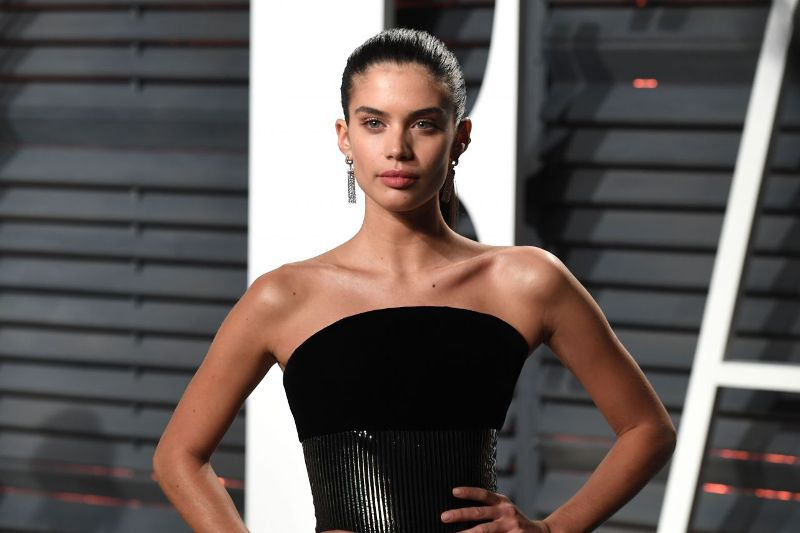 sara-sampaio-at-vanity-fair-oscar-2017-party-in-los-angeles-17