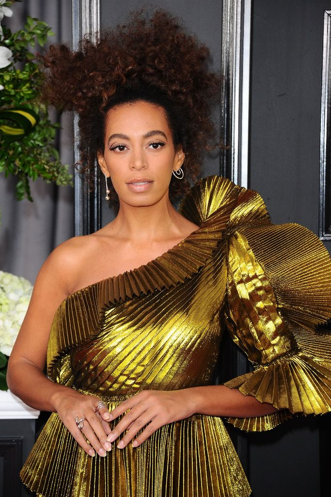 solange-knowles-on-red-carpet-grammy-awards-in-los-angeles-2-12-2017-1
