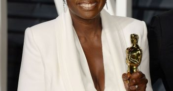 viola-davis-at-vanity-fair-oscar-2017-party-in-los-angeles-5