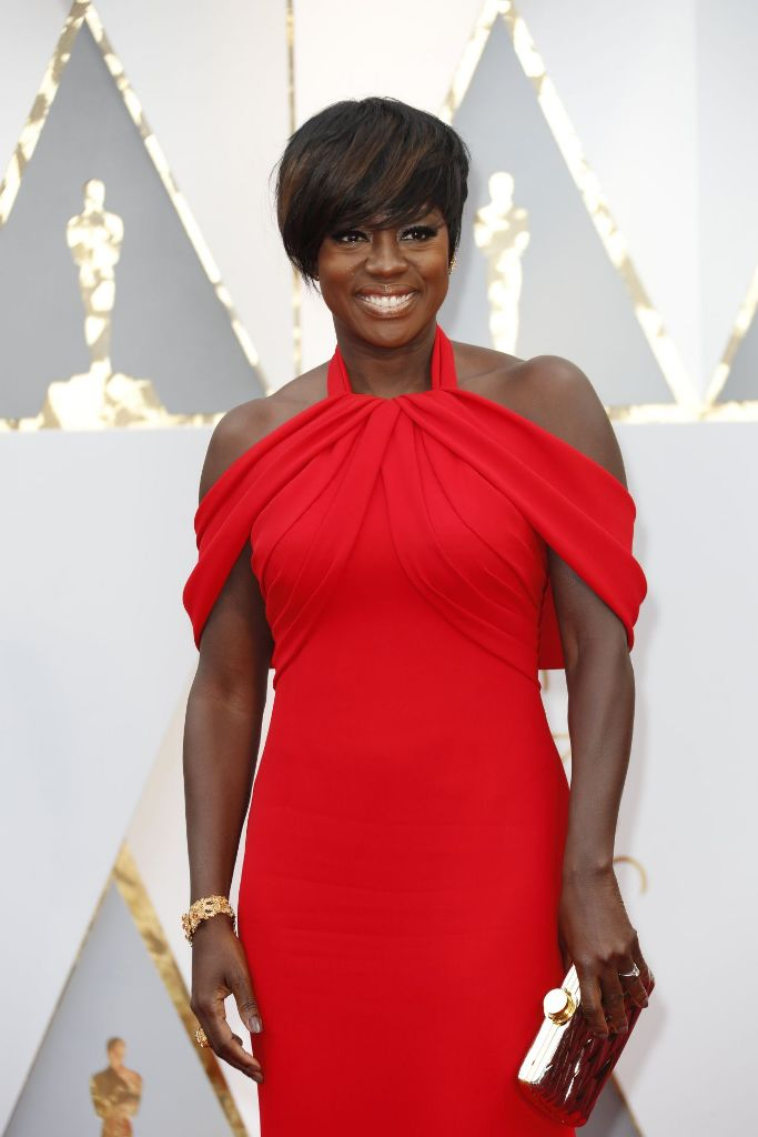 viola-davis-oscars-2017-red-carpet-in-hollywood-1