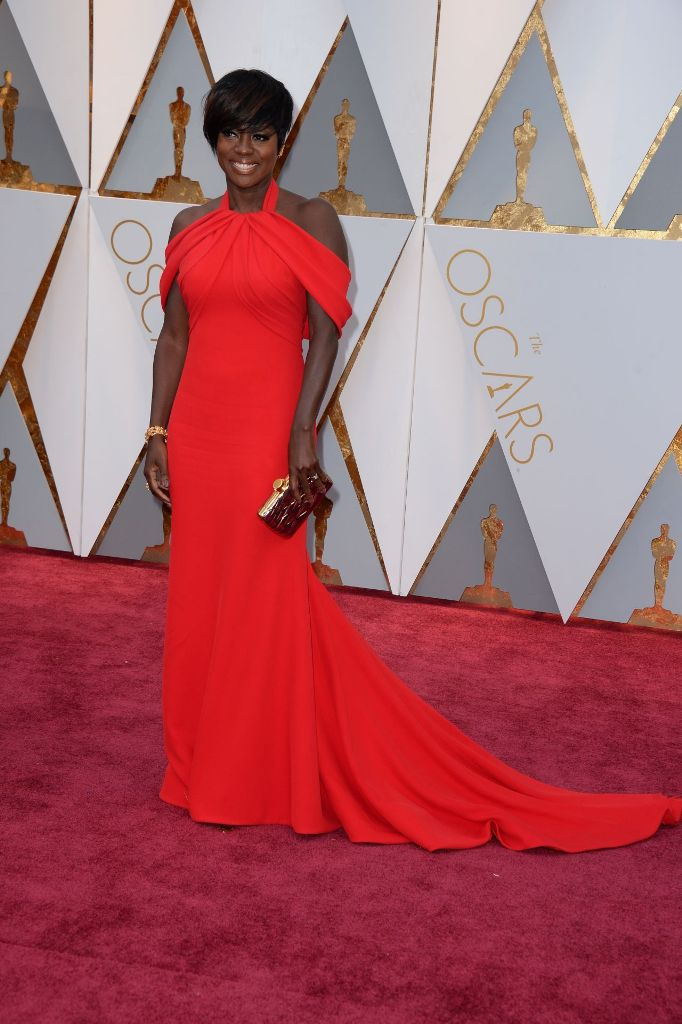 viola-davis-oscars-2017-red-carpet-in-hollywood-4