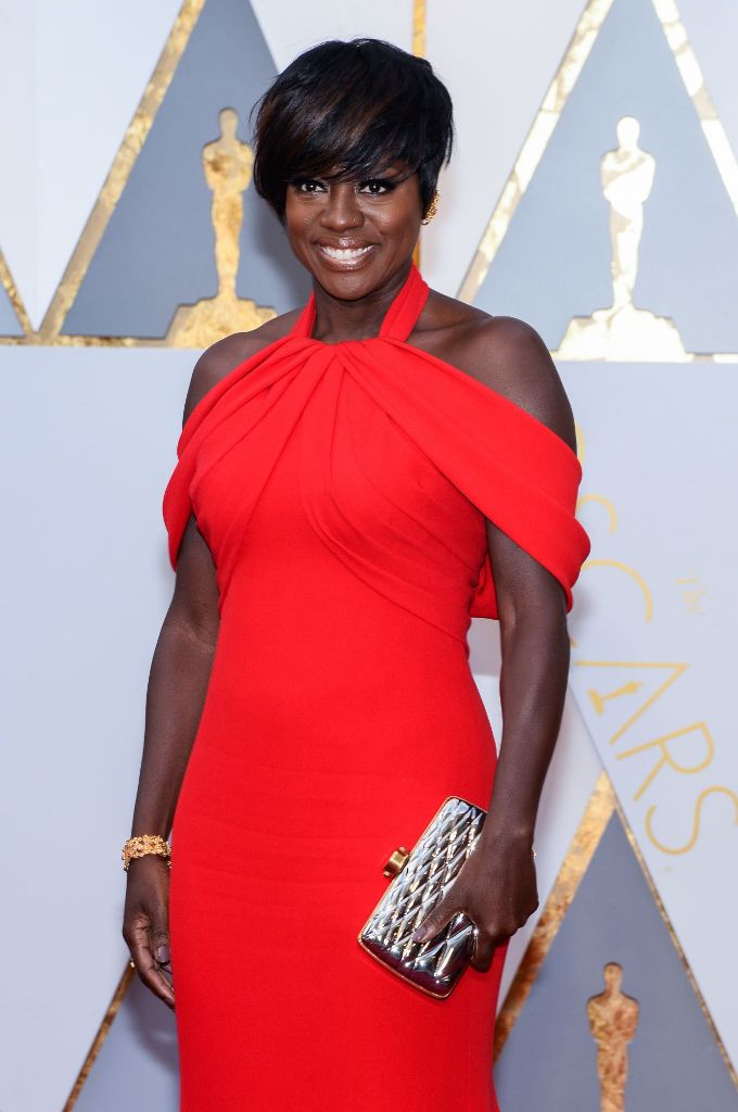 viola-davis-oscars-2017-red-carpet-in-hollywood-7