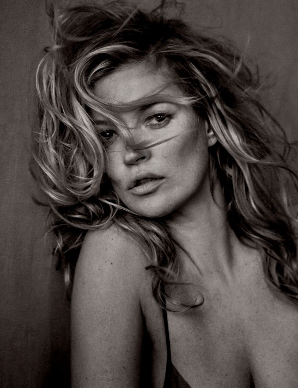 Kate-Moss-Vogue Germany May 2017-1