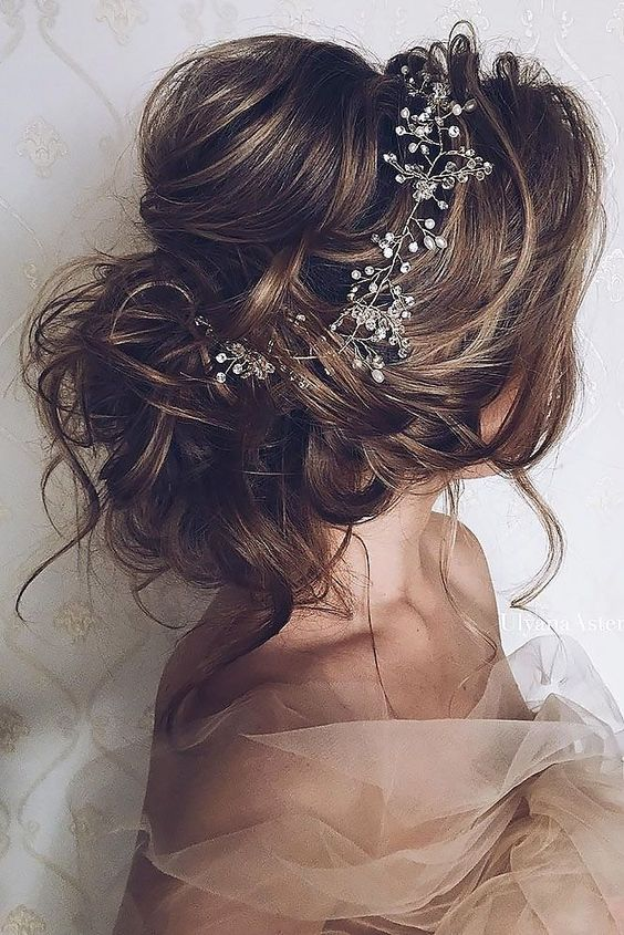 Stunning Ways to Wear Flowers in Your Hair