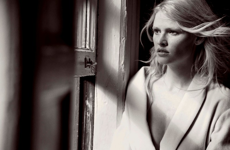 Vogue-Germany-May-2017-by-Peter-Lindbergh-24-Lara-Stone