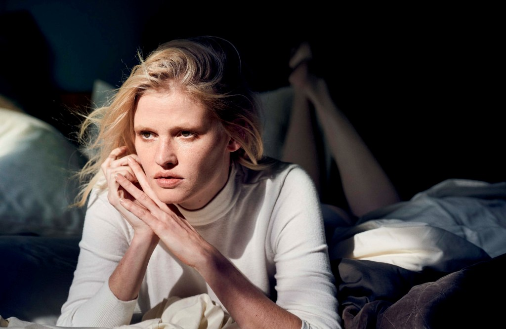 Vogue-Germany-May-2017-by-Peter-Lindbergh-29-Lara-Stone
