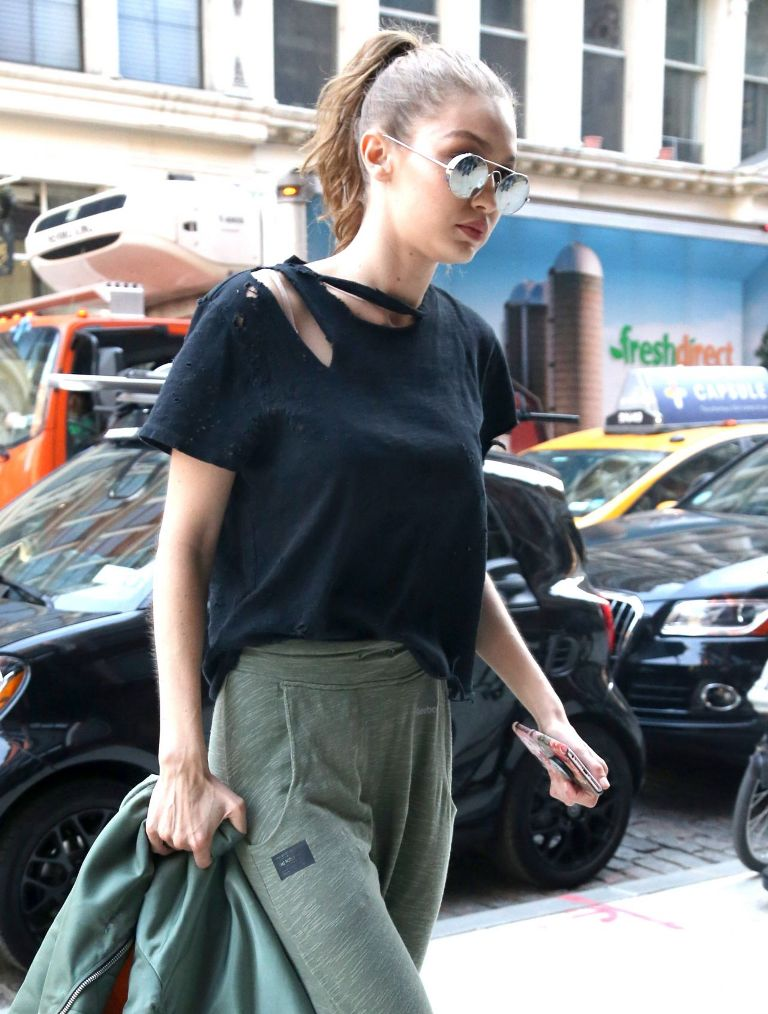 gigi-hadid-out-in-new-york-city-april-4-10-2017-7