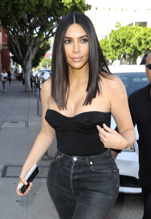kim-kardashian-at-cuveee-on-robertson-blvd-in-la-3-30-2017-1