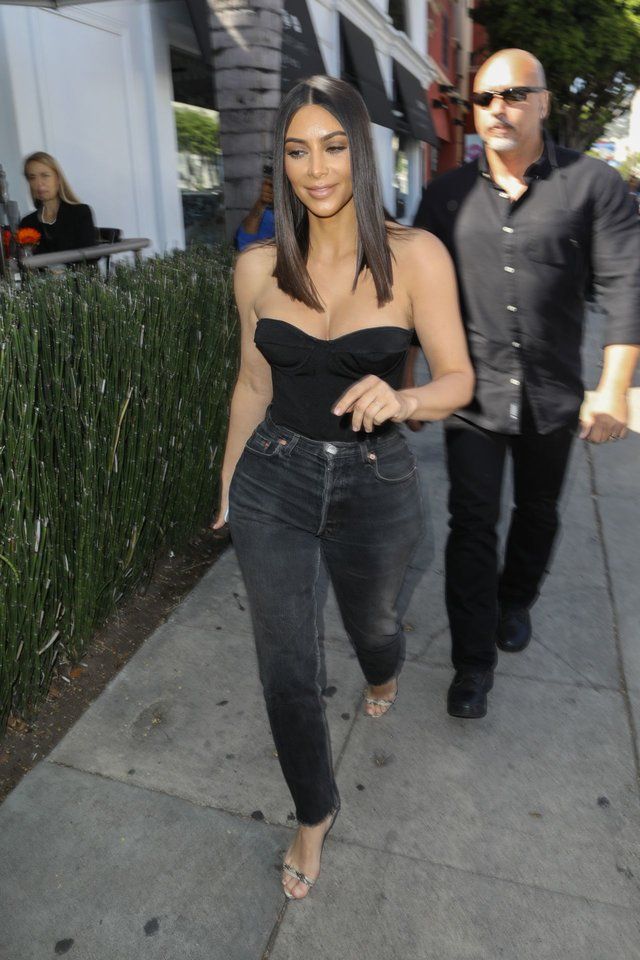 kim-kardashian-at-cuveee-on-robertson-blvd-in-la-3-30-2017-12