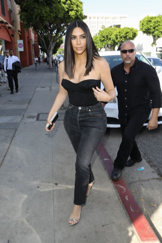 kim-kardashian-at-cuveee-on-robertson-blvd-in-la-3-30-2017-2