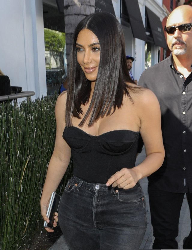 kim-kardashian-at-cuveee-on-robertson-blvd-in-la-3-30-2017-3