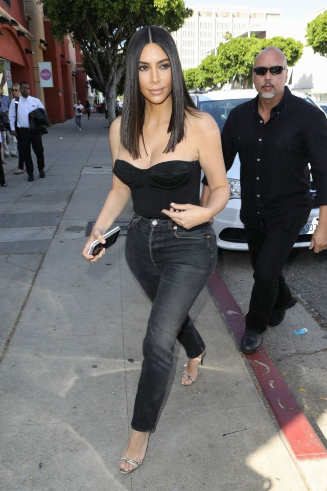 kim-kardashian-at-cuveee-on-robertson-blvd-in-la-3-30-2017-8