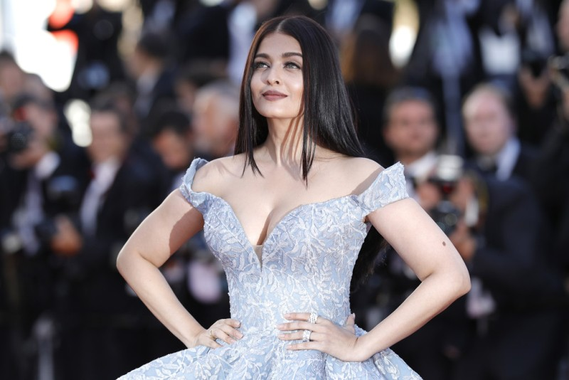 Aishwarya_Rai_Okja_Red_Carpet_Arrivals_70th_cannes-6