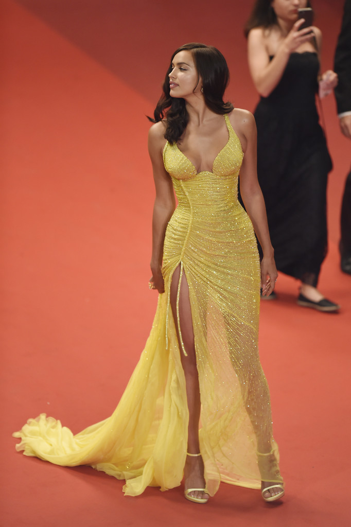 Irina_Shayk_Hikari_Radiance_Red_Carpet_Arrivals-3