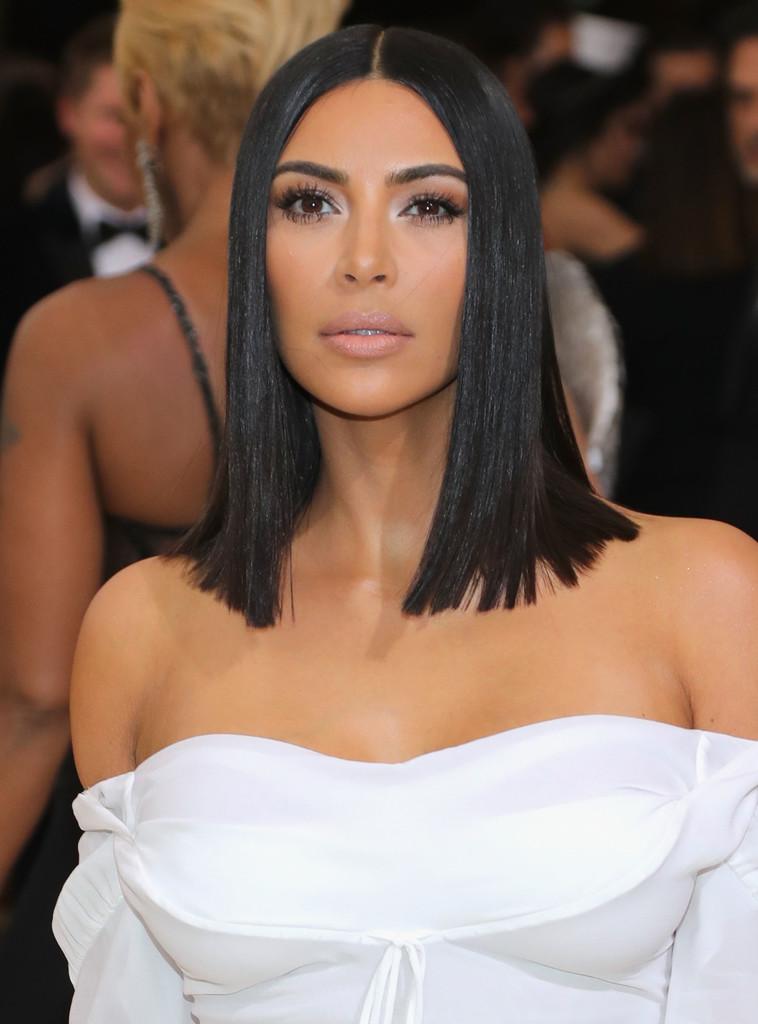 Kim_Kardashian_Rei_Kawakubo_Comme_des_Garcons_BTeVlSzwKVix