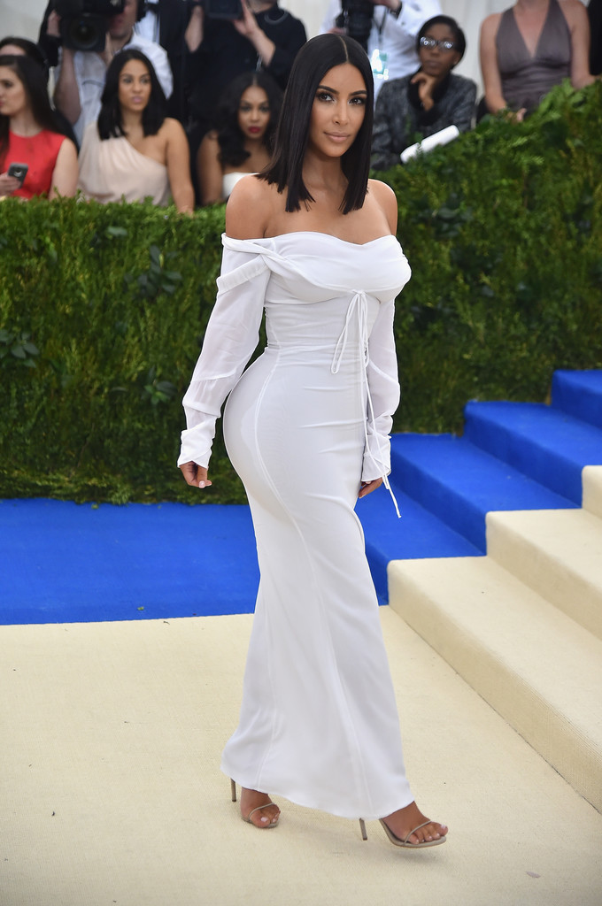 Kim_Kardashian_Rei_Kawakubo_Comme_des_Garcons_e9PWUHu8koax