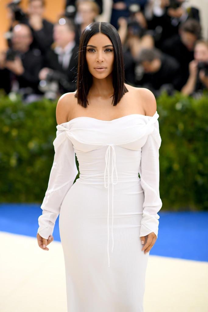 Kim_Kardashian_Rei_Kawakubo_Comme_des_Garcons_jXY3zLX9dl5x