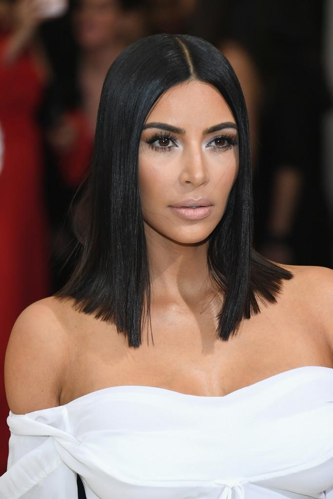 Kim_Kardashian_Rei_Kawakubo_Comme_des_Garcons_pp1RuTzVbD0x