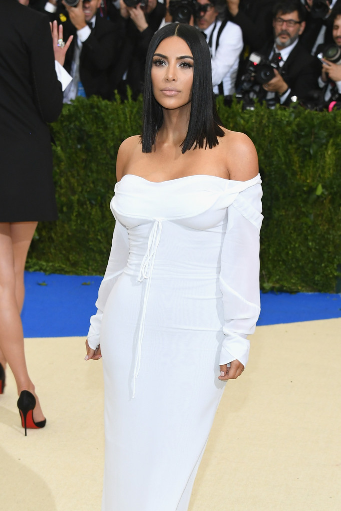Kim_Kardashian_Rei_Kawakubo_Comme_des_Garcons_sorudnSmp0hx