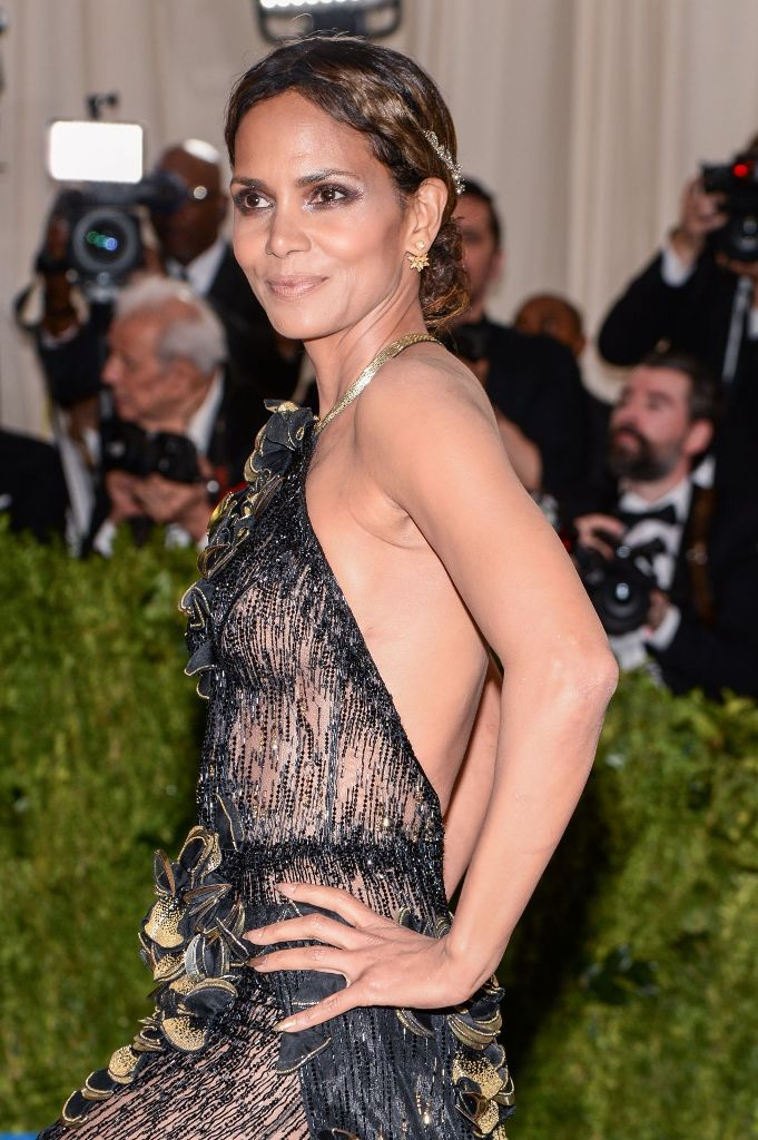 halle-berry-at-met-gala-in-new-york-05-01-2017-1
