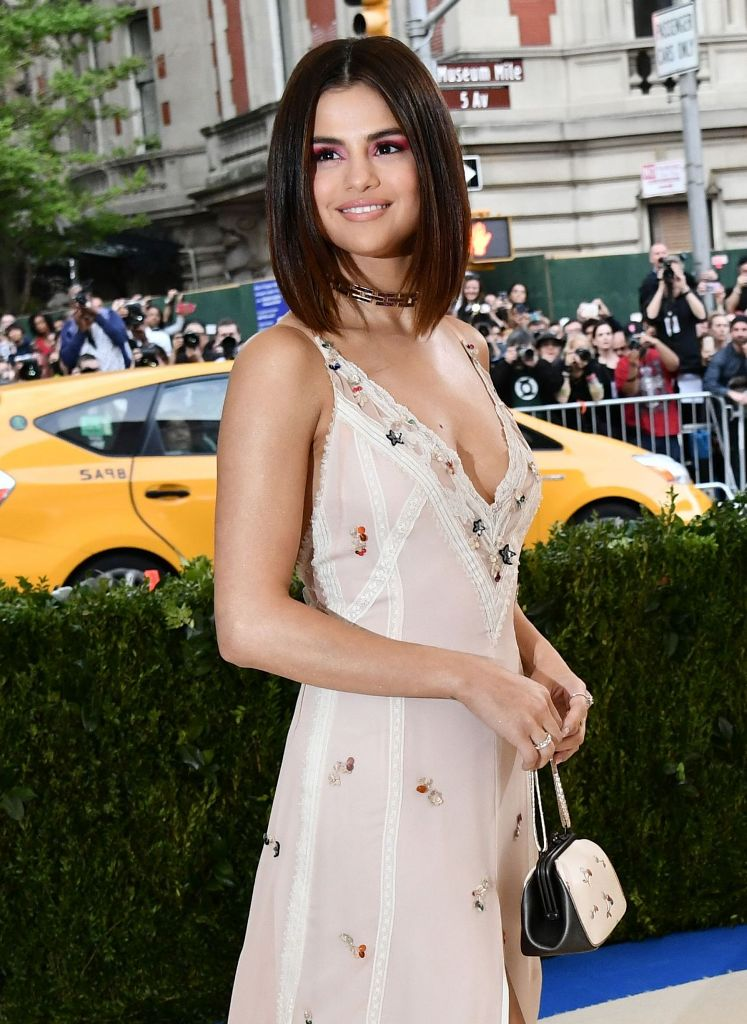 selena-gomez-met-gala-at-the-metropolitan-museum-of-art-in-new-york-05-01-2017-5