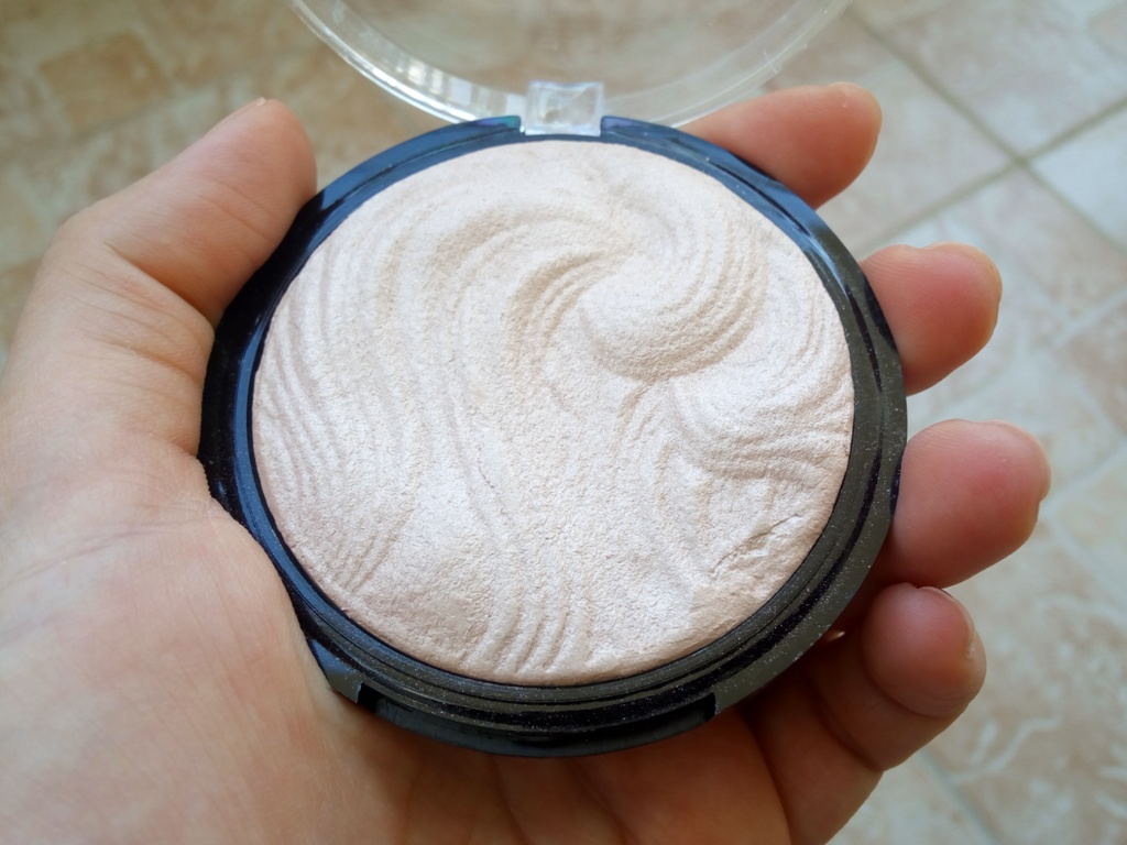 technic-cosmetics-highlighter