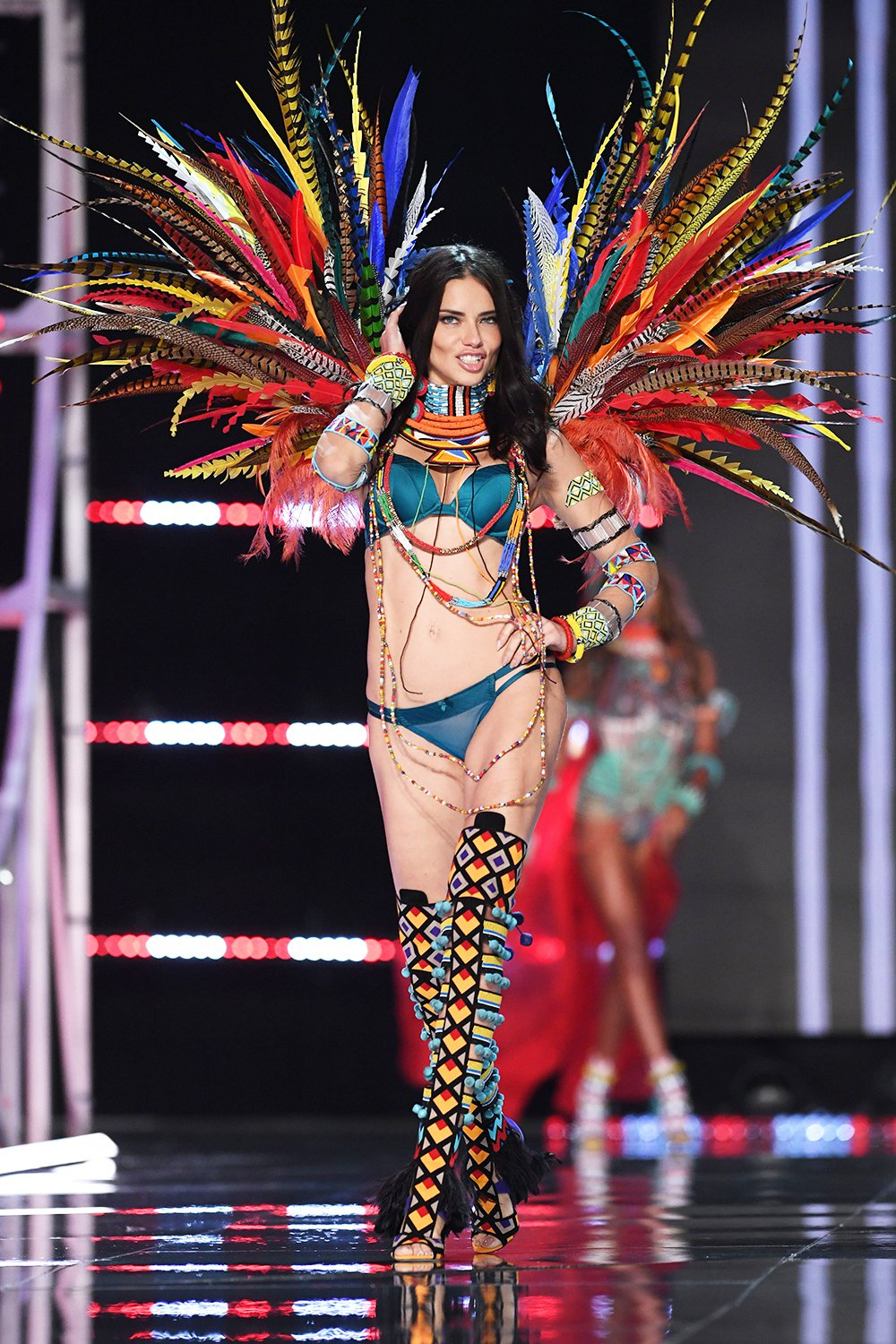 Adriana-Lima-Victorias-Secret-Fashion-Show-2017-1