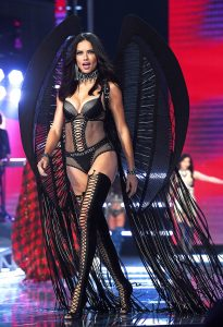 Adriana-Lima-Victorias-Secret-Fashion-Show-2017