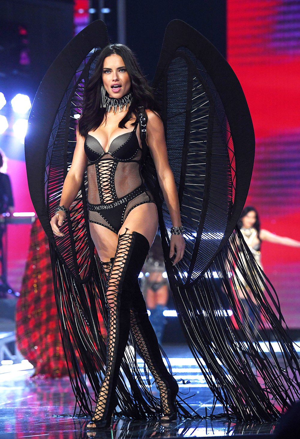 Adriana-Lima-Victorias-Secret-Fashion-Show-2017