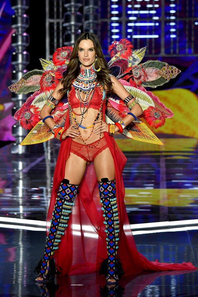 Alessandra-Ambrosio-Victorias-Secret-Fashion-Show-2017-1