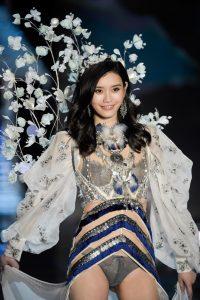 ming-xi-victorias-secret-fashion-show-2017-4