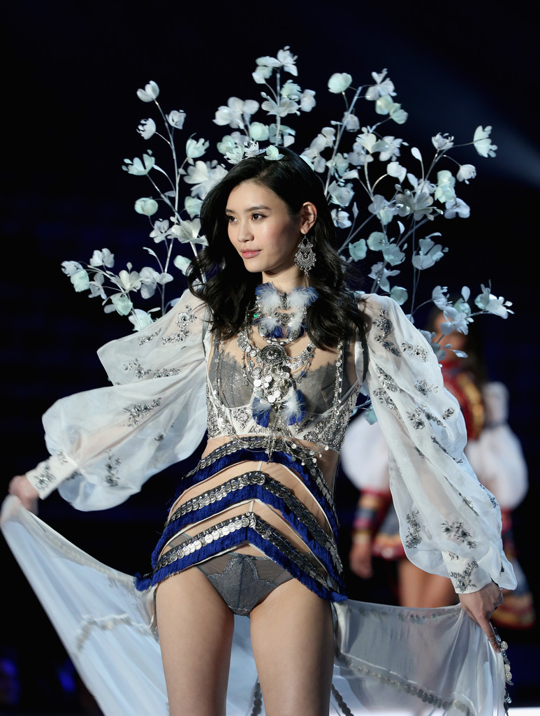 ming-xi-victorias-secret-fashion-show-2017-4