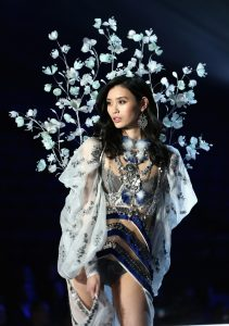 ming-xi-victorias-secret-fashion-show-2017-6