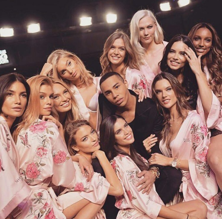 victorias-secret-models-backstage-adriana-karlie-3