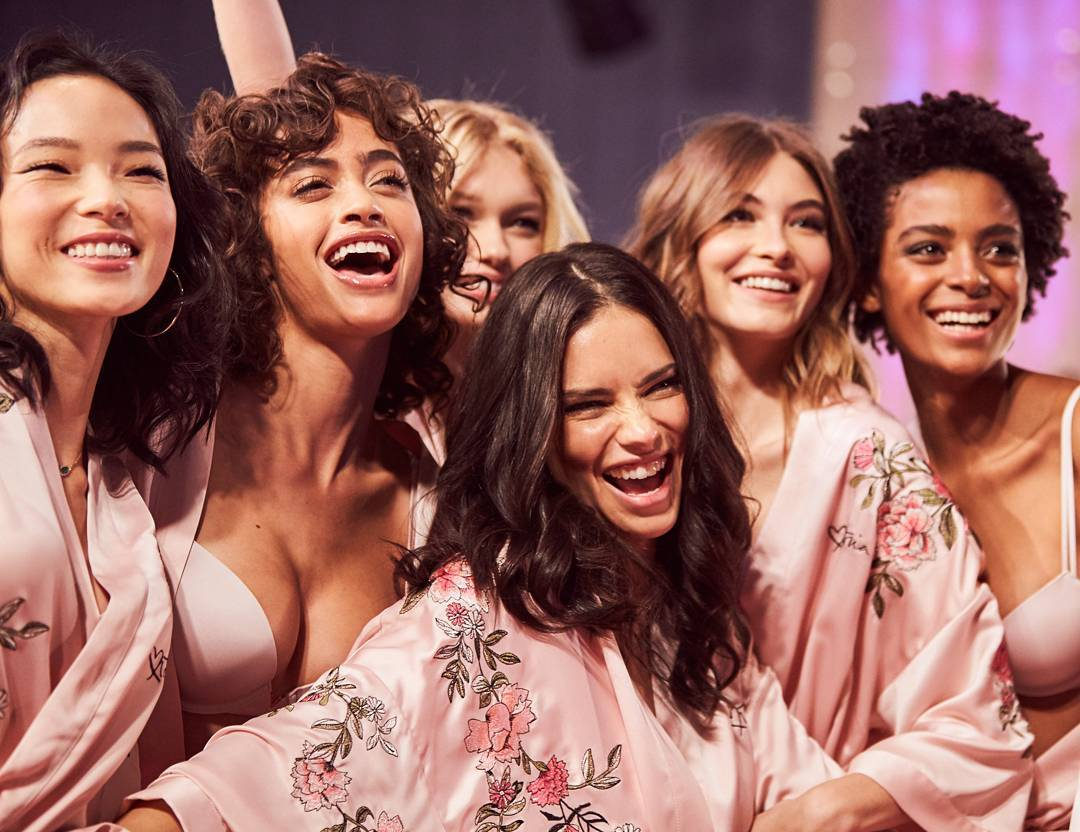 victorias-secret-models-backstage